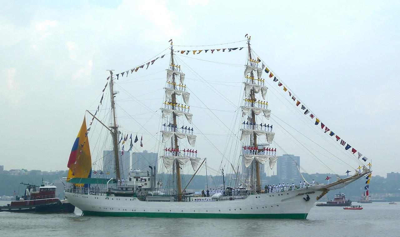 new-york-city-sailing-boat